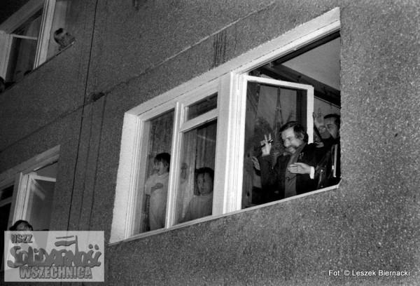 IS_12-1982-powrot-z-internowania9[1]